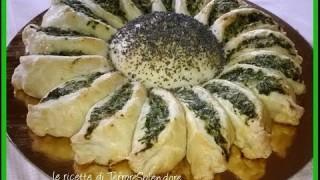 Torta salata con spinaci a forma di margherita