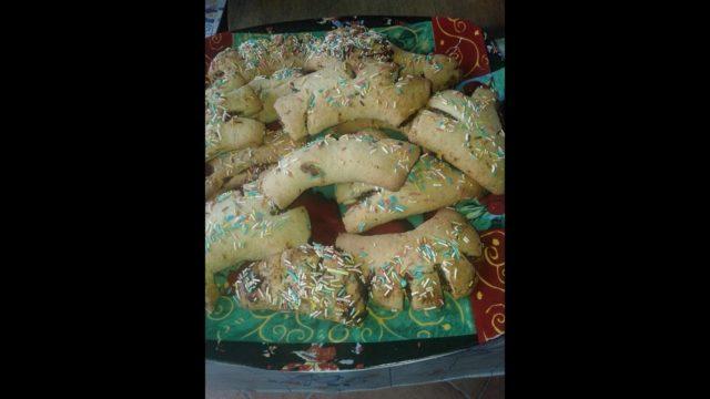 Dolci natalizi siciliani: buccellati o dolcetti con fichi