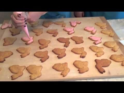 Coniglietti pasquali biscotti ricoperti di pasta di zucchero