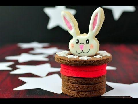 Coniglio biscotto che esce dal cappello