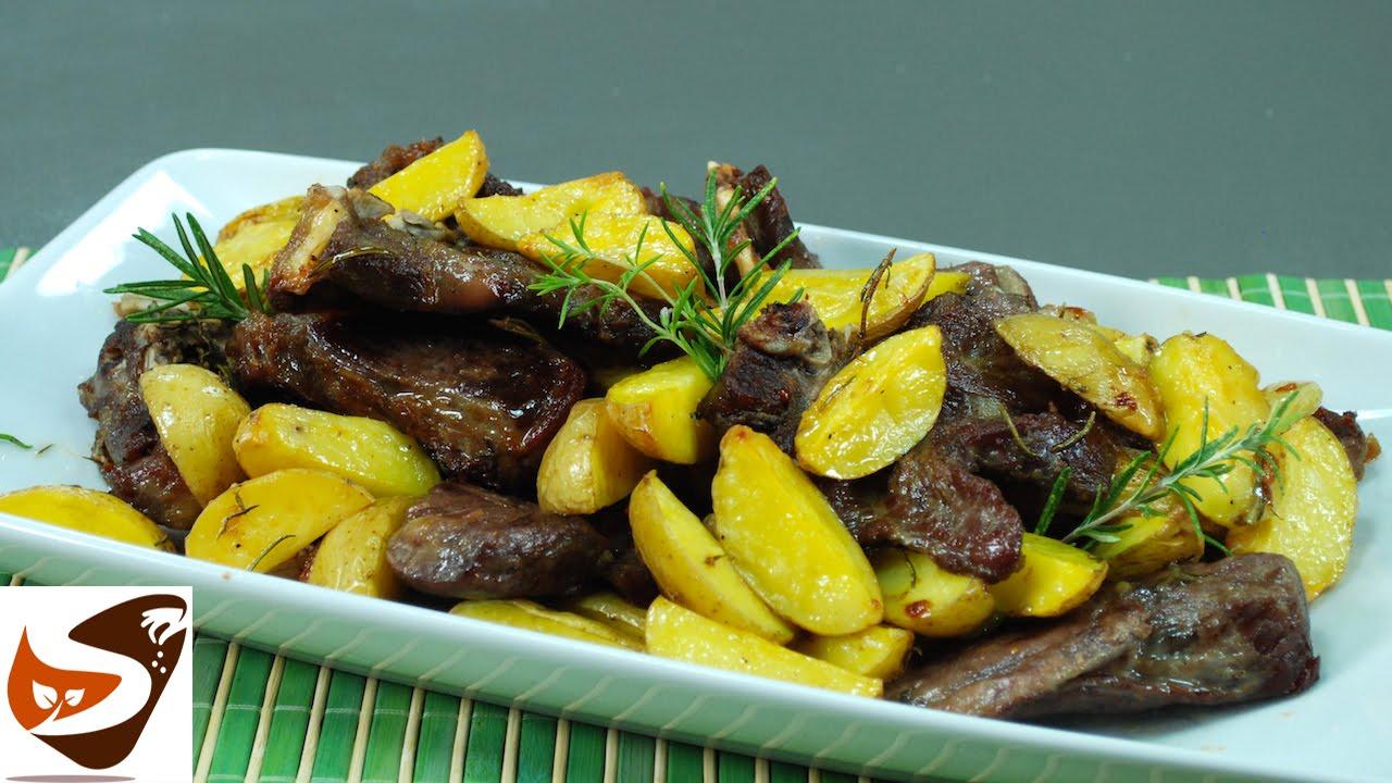 Ricette pasquali tradizionali: agnello al forno con patate